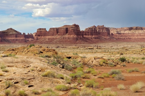 There are a bazillion different types of landscape in Utah. Later, as the storm clouds overtook us near Capitol Reef, we passed through a reasonable facsimile of Mordor, but didn't take any pictures.