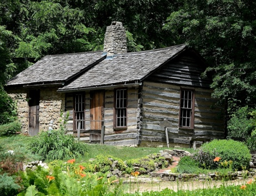 A cabin in Mineral Point, Wisconsin, built in 1828.
